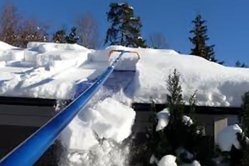 снег на крыше из профнастила