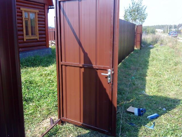 Двери для дома из профлиста